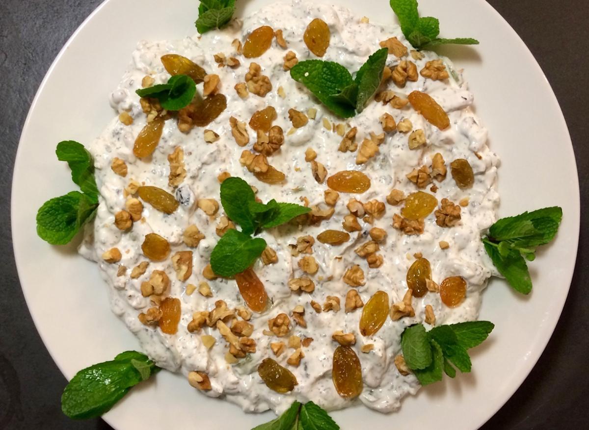 Maast O Khiar (persischer Joghurt-Gurken-Minze-Dip)